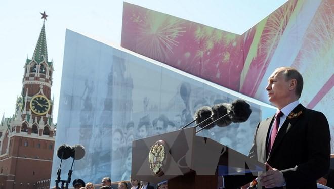 Tổng thống Nga Vladimir Putin phát biểu tại lễ duyệt binh kỷ niệm Chiến thắng phátxít ngày 9/5. (Nguồn: AFP/TTXVN)