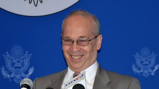 Trợ lý ngoại trưởng Mỹ Daniel Russel tại cuộc họp báo ở Hà Nội ngày 10-5 - Ảnh: Quỳnh Trung