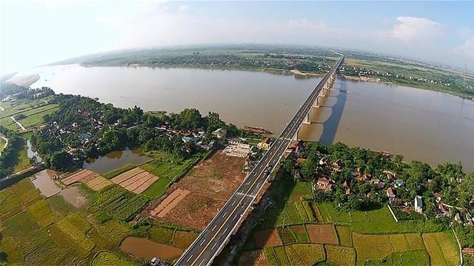 Sông Hồng. Ảnh báo Lao động