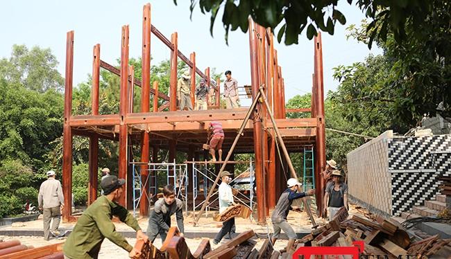 Gia đình đại gia vàng Ngô Văn Quang, chủ khu biệt phủ xây dựng trái phép trên núi Hải Vân (Đà Nẵng) xin thêm thời gian để hoàn tất việc tháo dỡ.