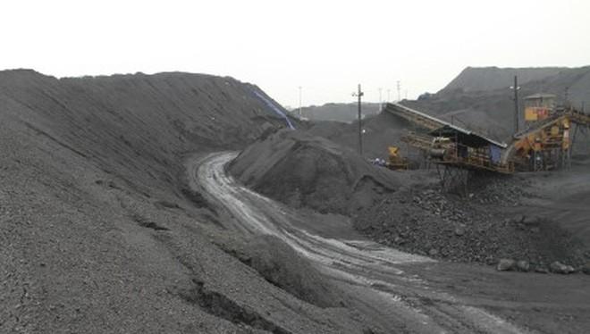 Hàng triệu tấn than vẫn ùn ứ tại các kho vận và đơn vị sản xuất của TKV. Ảnh: T.N.D