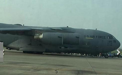 Máy bay Boeing C-17 đếnsân bay Nội Bài. Ảnh:CTV.