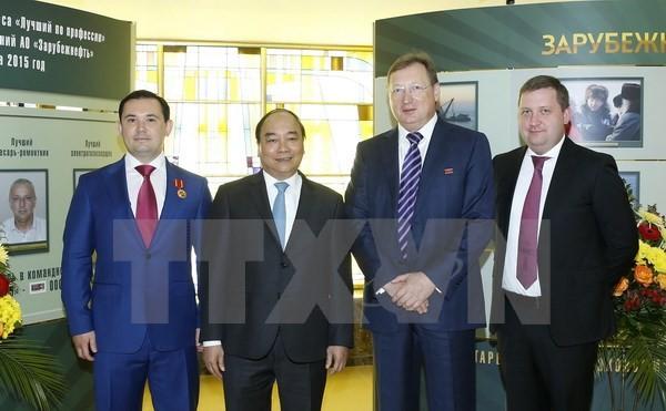 Thủ tướng Nguyễn Xuân Phúc đến thăm Tập đoàn Dầu khí Zarubezhneft. (Ảnh: Thống Nhất/TTXVN)