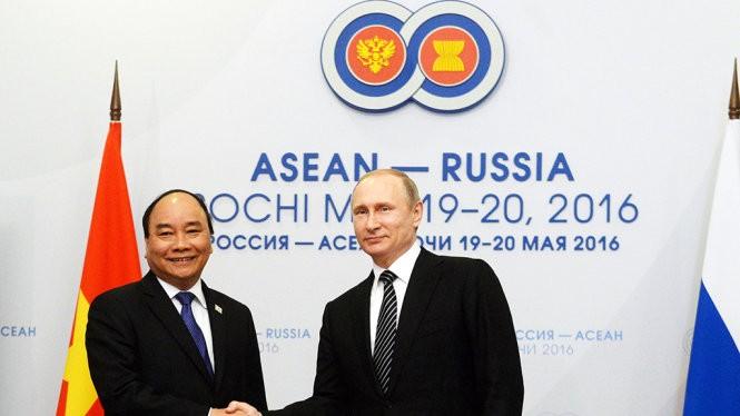 Thủ tướng Nguyễn Xuân Phúc gặp tổng thống Putin tại Sochi.