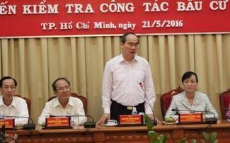 Chiều 21/5, ông Nguyễn Thiện Nhân, Chủ tịch Ủy ban Trung ương MTTQ Việt Nam, Phó Chủ tịch Hội đồng Bầu cử Quốc gia đã đến kiểm tra công tác bầu cử tại TP HCM. Báo cáo tại buổi làm việc, Giám đốc Sở Nội vụ TP Trương Văn Lắm cho biết tính đến ngày 9/5, số