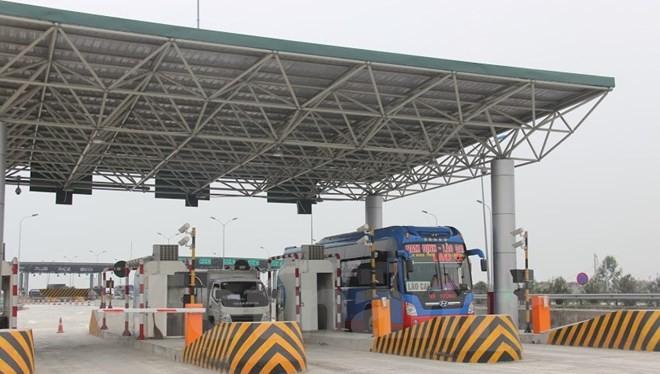 Bộ Giao thông Vận tải và Tài chính sẽ ngồi lại để rà soát lộ trình tăng phí và thời gian thu phí trạm BOT. (Ảnh: Việt Hùng/Vietnam+)
