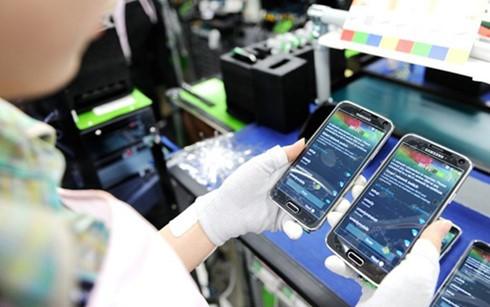 Dẫn đầu về giá trị kim ngạch xuất khẩu tính từ đầu năm đến 15/5 là hàng điện thoại các loại và linh kiện đạt trên 12,7 tỷ USD.(Ảnh minh họa: KT)