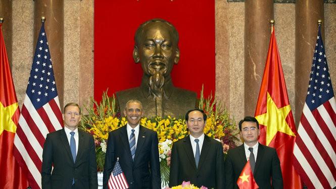 Chủ tịch nước Trần Đại Quang và Tổng thống Obama tại lễ ký kết - Ảnh: Việt Dũng
