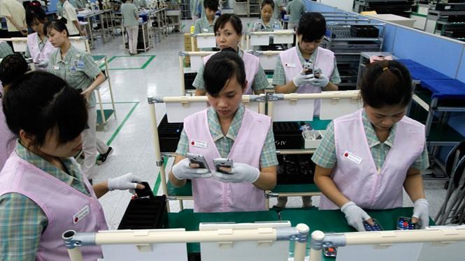 Sản xuất điện thoại tại nhà máy Samsung Bắc Ninh