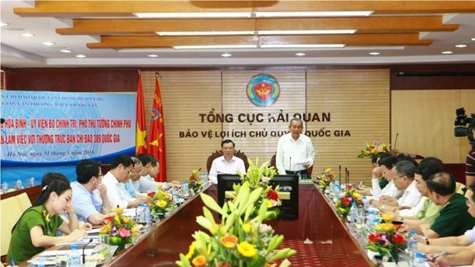 Phó thủ tướng Trương Hòa Bình làm việc với BCĐ 389. Ảnh Chinhphu.vn