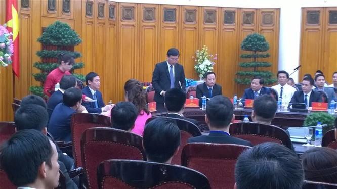 Các doanh nghiệp tư nhân tố khổ lên Phó Thủ tướng. Ảnh TG