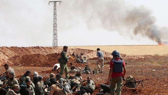 Thừa thắng, khủng bố gom hơn 2.000 quân bao vây Aleppo
