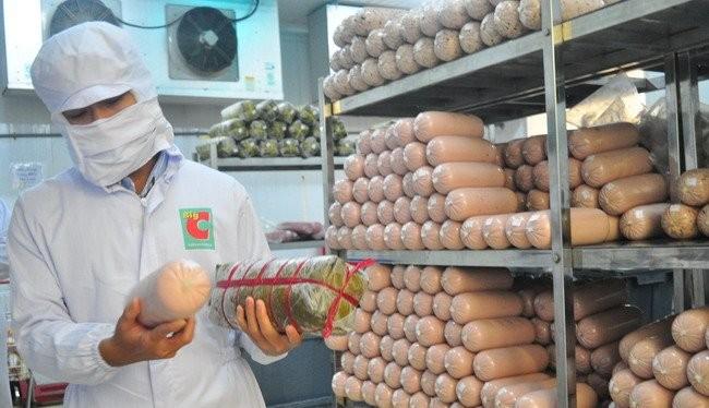 Bên trong nhà máy chế biến thực phẩm của Big C Việt Nam tại Đồng Nai. ảnh: Minh Tâm