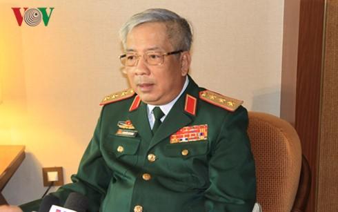 Thứ trưởng Bộ Quốc phòng Việt Nam Nguyễn Chí Vịnh trả lời PV báo chí sau khi kết thúc Đối thoại Shangri La lần thứ 15