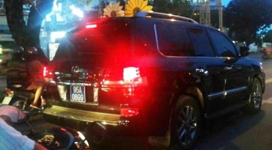 Trong ảnh: Xe Lexus khi còn gắn biển số xanh 95A-0699.