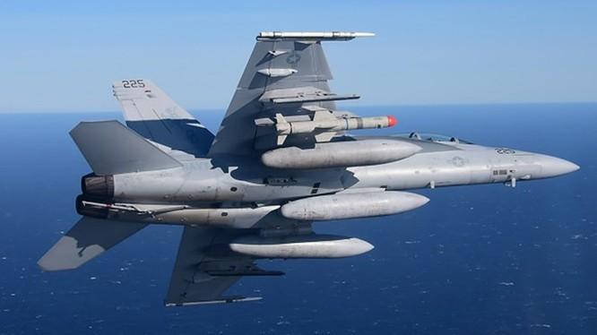 Tiêm kích F/A-18 Hải quân Mỹ thử tên lửa Harpoon Block II+ ở California, tháng 11.2015 - Ảnh: Hải quân Mỹ