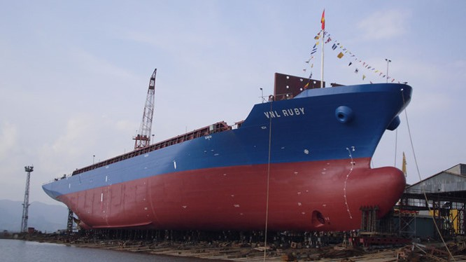 Tàu Vinalines Ruby được đóng mới năm 2012 cũng bị rao bán.