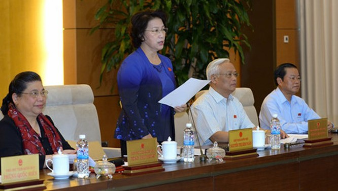 Chủ tịch Quốc hội Nguyễn Thị Kim Ngân điều hành phiên họp sáng 13/6