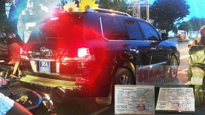Biển số 95A-0699 xanh của chiếc xe Lexus 570 mà ông Trịnh Xuân Thanh sử dụng được CSGT tỉnh Hậu Giang cấp (ảnh lớn) và cà vẹt từ biển số trắng biến thành biển số xanh chỉ sau một ngày (ảnh nhỏ) - Ảnh: P.N. - H.M.