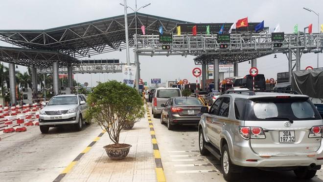 Trước việc đường chưa hoàn thiện, nhiều DN vận tải đề nghị dừng thu phí cao tốc Hà Nội - Bắc Giang. Ảnh: Anh Trọng