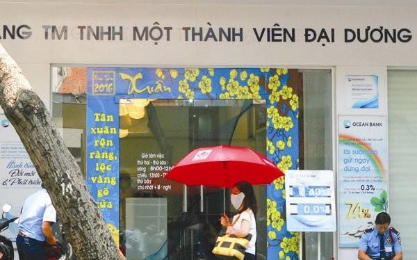 Ocean Bank là một trong ba ngân hàng được mua lại với giá 0 đồng. NHNN đang gấp rút tiến hành để có thể trình lên Chính phủ đề án tái cấu trúc ba ngân hàng không đồng cùng một số ngân hàng khác. Ảnh: TUỆ DOANH