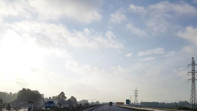 Đường cao tốc Hà Nội - Lạng Sơn sẽ góp phần tạo động lực phát triển kinh tế - xã hội khu vực Lạng Sơn nói riêng và vùng Đông Bắc nói chung. Ảnh: Đức Thanh