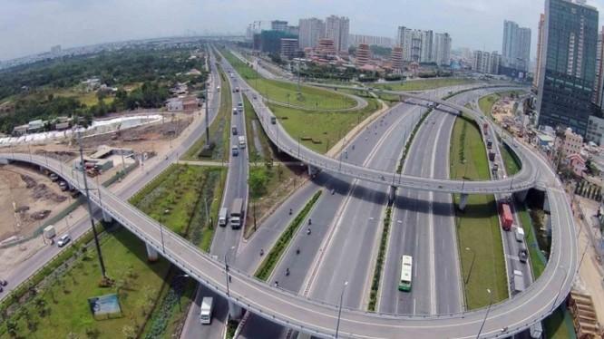 """Lãnh đạo Bộ GTVT cho rằng cần có """"biện pháp đặc biệt"""" để tìm nguồn vốn phát triển giao thông"""