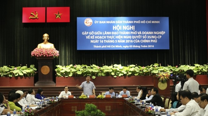 Ông Đinh La Thăng, Ủy viên Bộ Chính Trị, Bí thư Thành ủy TP.HCM phát biểu tại hội nghị
