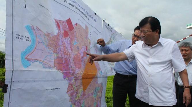 Phó thủ tướng Trịnh Đình Dũng khảo sát dự án.