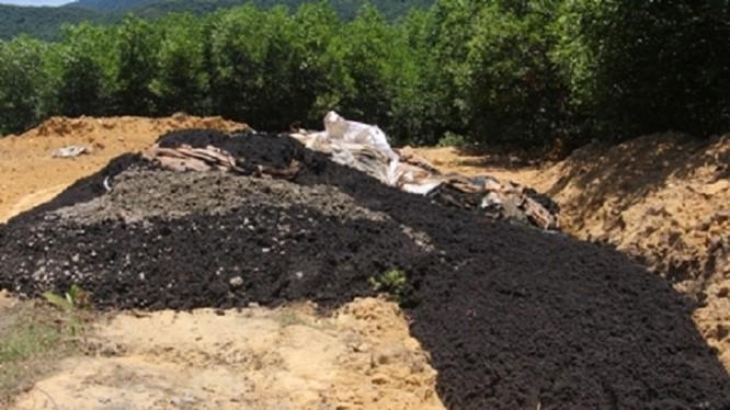 Chất thải từ Formosa được chôn lấp trong trang trại của Giám đốc Công ty môi trường đô thị Kỳ Anh.