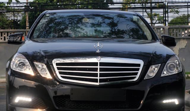 Xe Mercedes-Benz E250 phiên bản 2009 có giá công bố cho xem mới là 86.900 USD, tương đương 1,6 tỷ đồng.