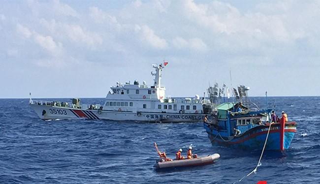 Tàu Trung Quốc vây bắt tàu cá Việt nam trên biển Việt Nam