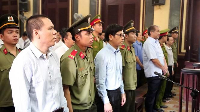 Bị cáo Mai Hữu Khương (trái), bị cáo Phan Thành Mai (giữa) và bị cáo Phạm Công Danh tại phiên tòa ngày 22.7