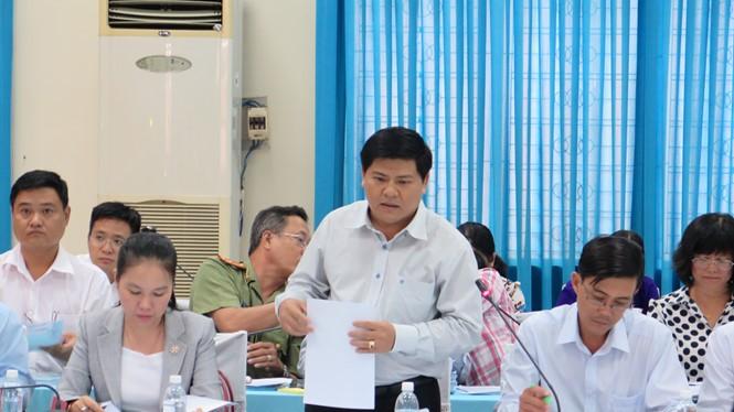 Ông Lê Tuấn Tài (đứng) trong lần làm việc với lãnh đạo Thành ủy TP.HCM TRUNG HIẾU