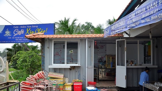Container dùng làm nơi rửa chén ở quán cà phê Xin Chào