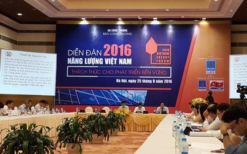 """Diễn đàn """"Năng lượng Việt Nam 2016 - thách thức cho phát triển bền vững""""."""