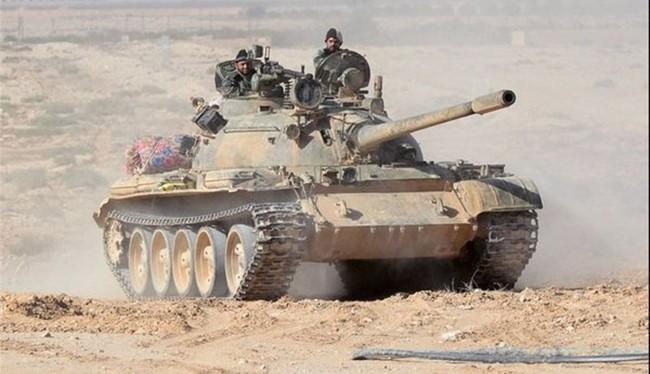 Xe tăng quân chính phủ Syria trên chiến trường Palmyra.