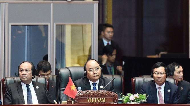 Thủ tướng Nguyễn Xuân Phúc tại Hội nghị cấp cao ASEAN - Trung Quốc.