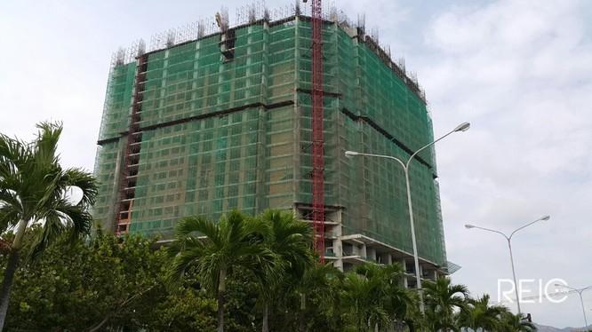 Tổ hợp khách sạn - căn hộ cao cấp Mường Thanh Khánh Hòa đang được xây dựng. Nguồn ảnh: Internet