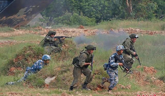 Lính Trung Quốc và Nga tập đổ bộ chiếm đảo