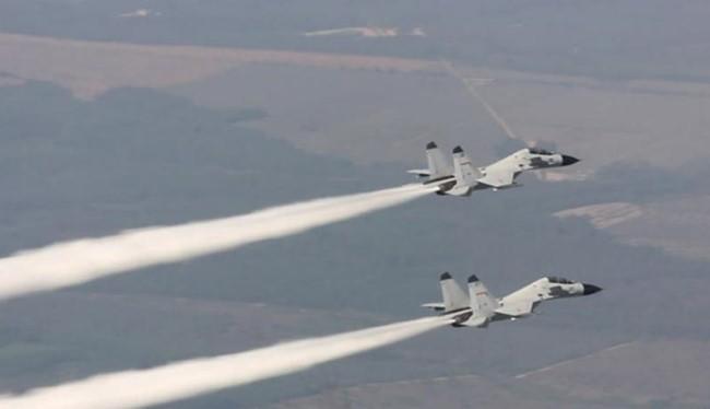 Từ ngày 19 - 21/7/2016, một sư đoàn không quân Hạm đội Nam Hải, Hải quân Trung Quốc tiến hành tập trận bắn đạn thật trên Biển Đông. Ảnh: Chinanews