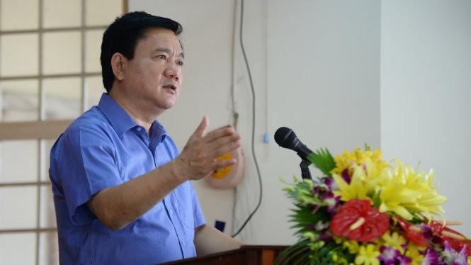 Bí thư Thành ủy Đinh La Thăng trả lời ý kiến cử tri huyện Củ Chi. Ảnh: Thiên Ngôn. VNE