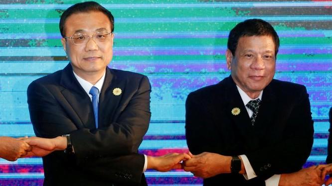 Ông Duterte có dấu hiệu hòa dịu với Trung Quốc và xem xét lại quan hệ với đồng minh lâu đời Mỹ