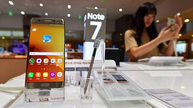 Khai tử Galaxy Note 7 không khiến Samsung Việt Nam cắt giảm lao động trong năm nay ẢNH: AFP