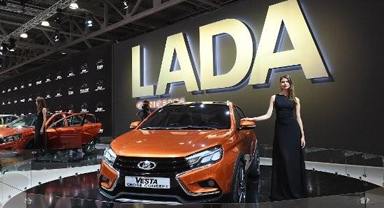 Mẫu xe Lada Vesta trưng bày tại Triển lãm xe hơi quốc tế Moskva 2016.
