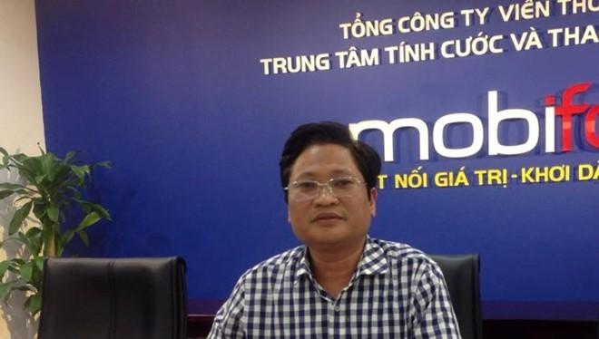 Ông Nguyễn Khắc Lịch, Phó giám đốc Trung tâm Ứng cứu khẩn cấp máy tính Việt Nam (VNCERT) giám sát việc khóa sim rác ở MobiFone. Ảnh: Kiều Vui.