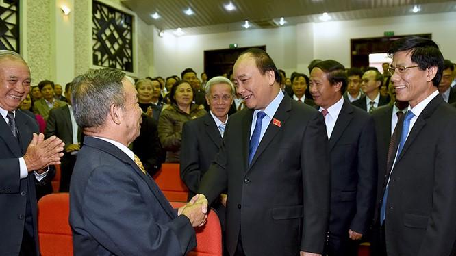 Thủ tướng thăm hỏi cử tri quận Hải An, TP. Hải Phòng. Ảnh:VGP/Quang Hiếu