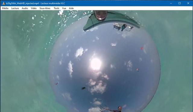 VLC hiện tại là phần mềm xem video đầu tiên trên PC có khả năng xem ảnh và video 360 độ