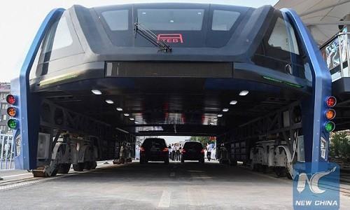 """""""Xe buýt bay"""" từng được ca ngợi là phương tiện chống tắc nghẽn giao thông trong tương lai. Ảnh: Xinhua."""