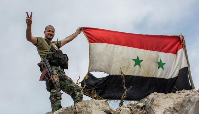 Binh sĩ Syria với lá cờ chiến thắng (ảnh minh họa)